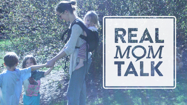 Babywearing with multiple children - Simplify your big family life!